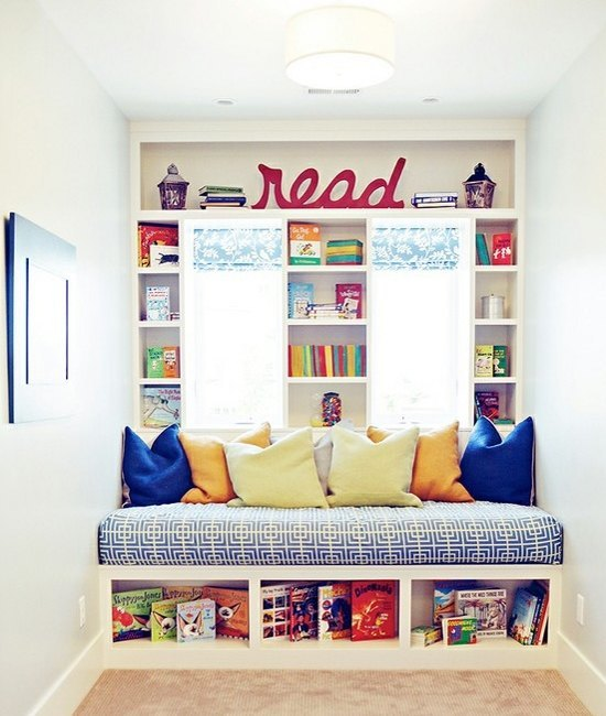 Window seat book shelves