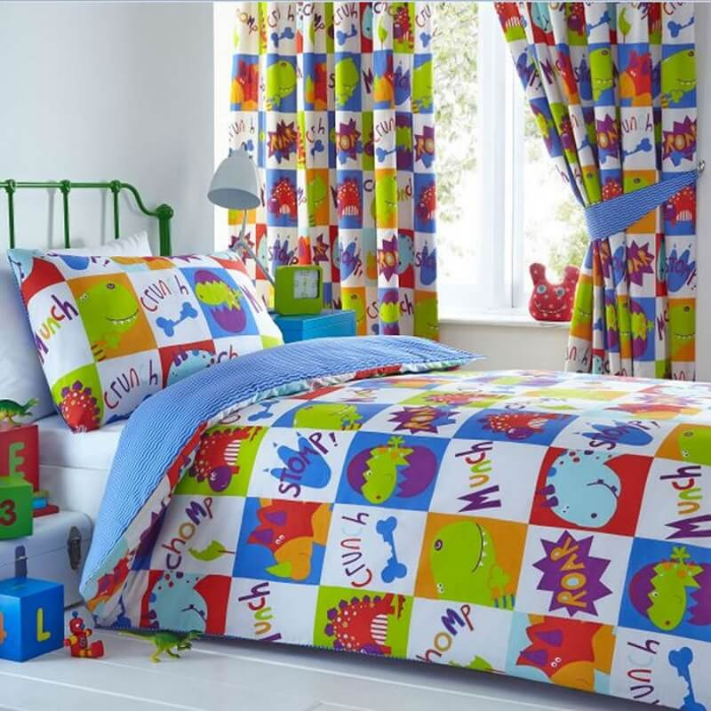 Bedding set with squares featuring cute dinosaur figures