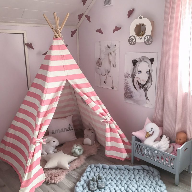 Kid's teepee with bold pink stripes