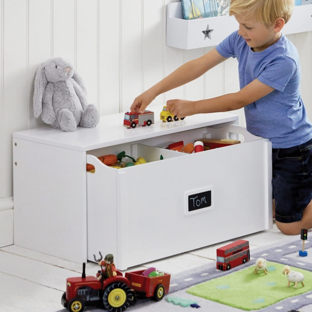 Kid's combined bench and toy box