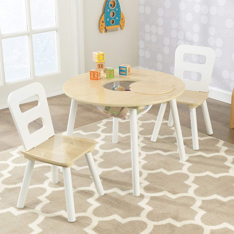Round play table with natural wood top