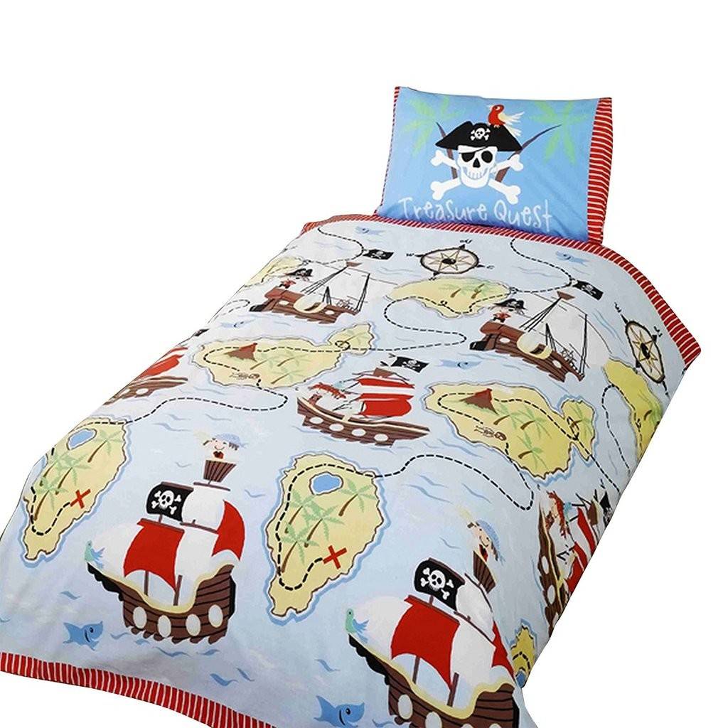 Boy's bedding set with pirate ships theme