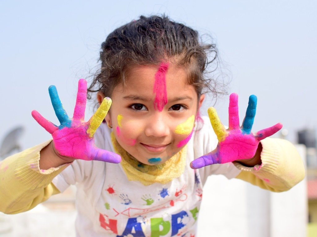 Kid's hand painting