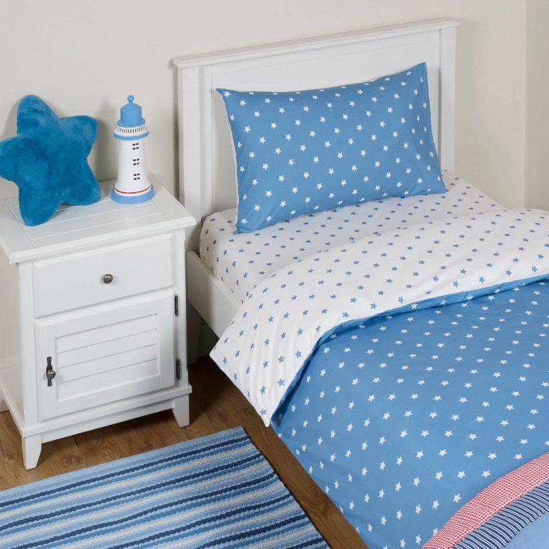 Blue and white stars bedding