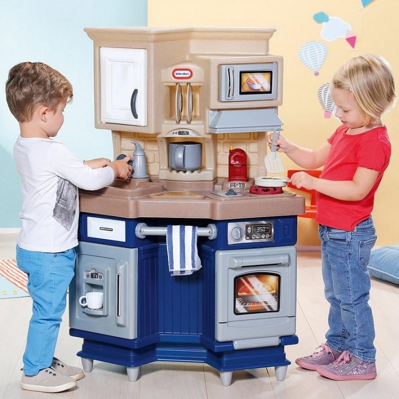 Kid's multi-feature play kitchen
