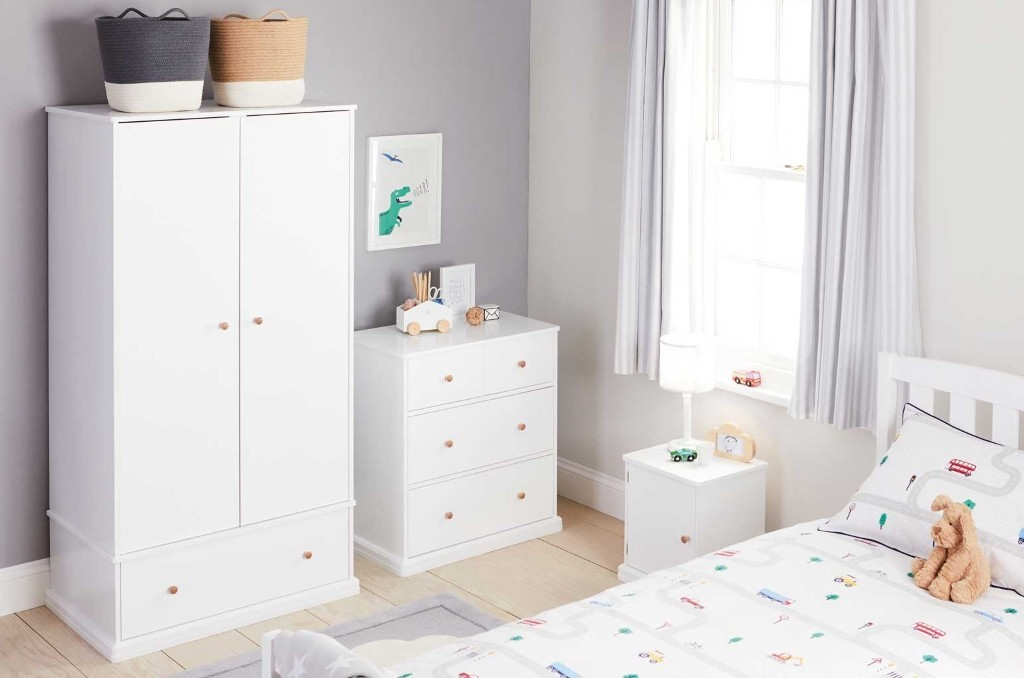 Kid's white bedroom furniture with round wooden handles