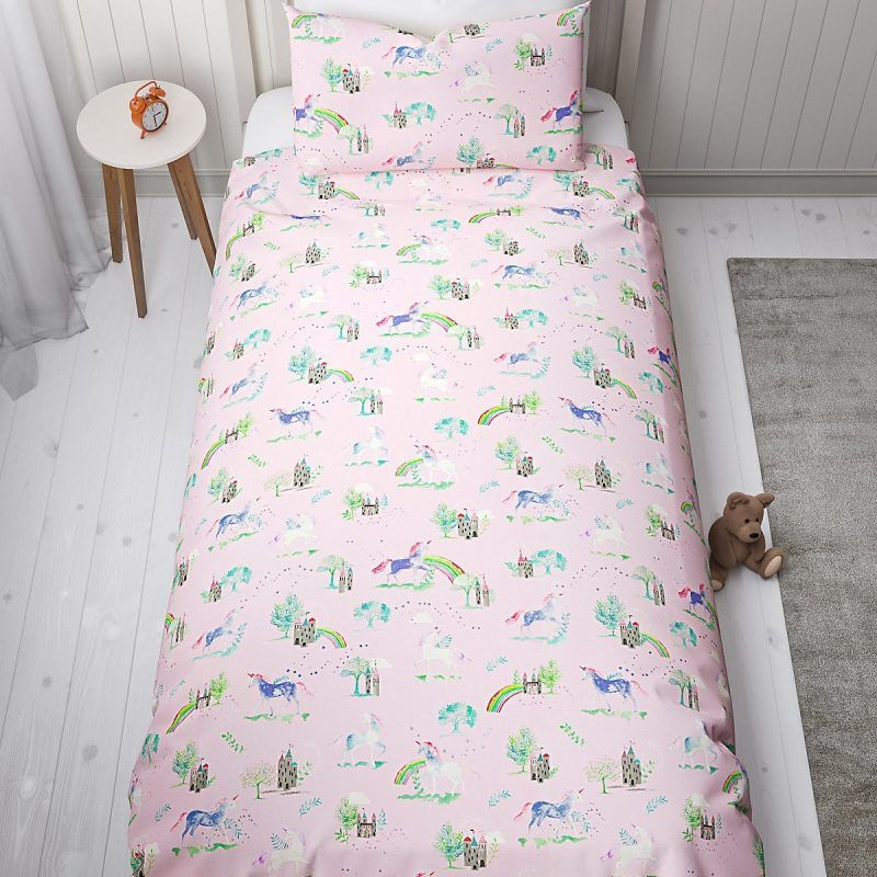 Pink bedding set with unicorn, castles and rainbow print