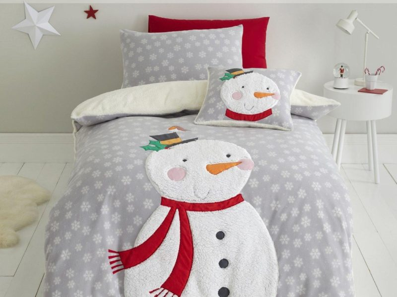 Snowman themed bedding