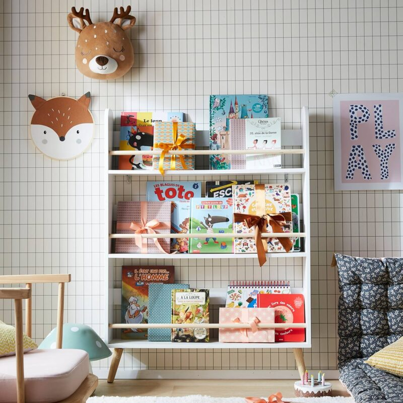 Free-standing display bookcase