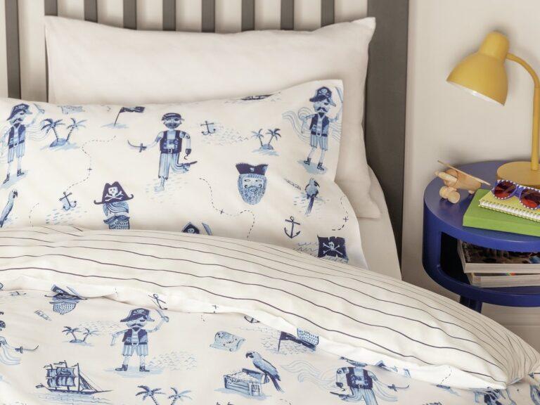 Blue/white pirates bedding set