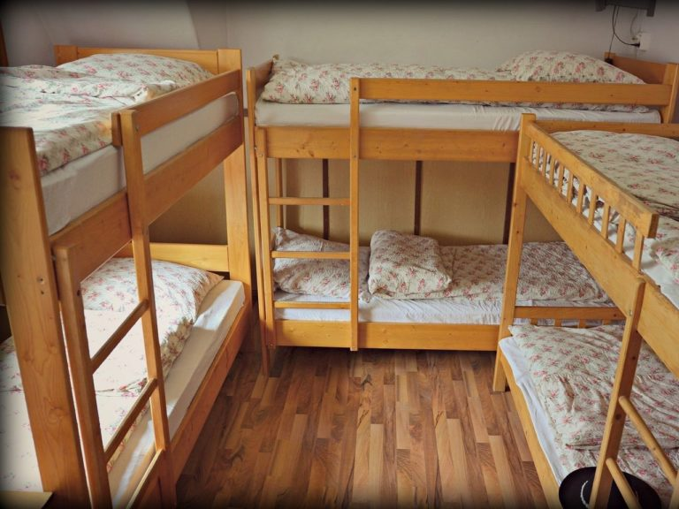 3 sets of bunk beds