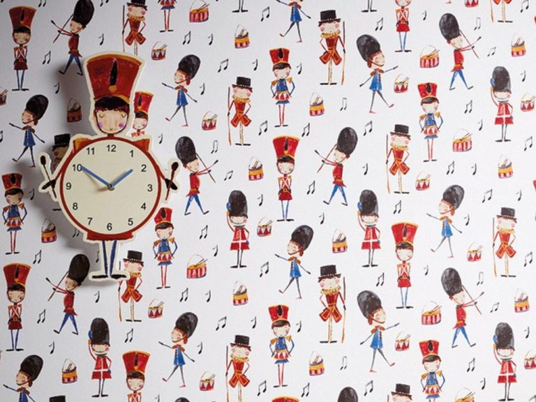 Children's wallpaper with marching soldiers pattern