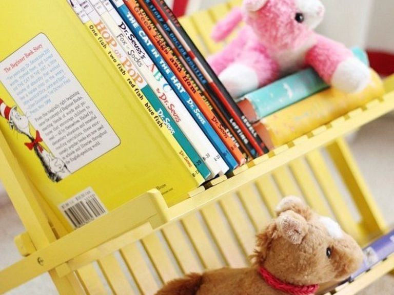 Kid's easy access bookcase
