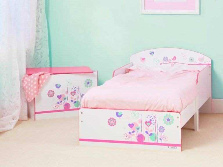 Toddler bed with floral print