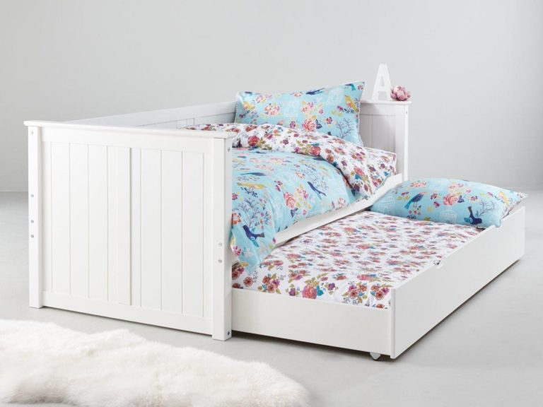 White-painted day bed with pull-out guest bed
