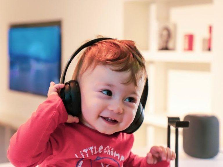 Child listening through headphones