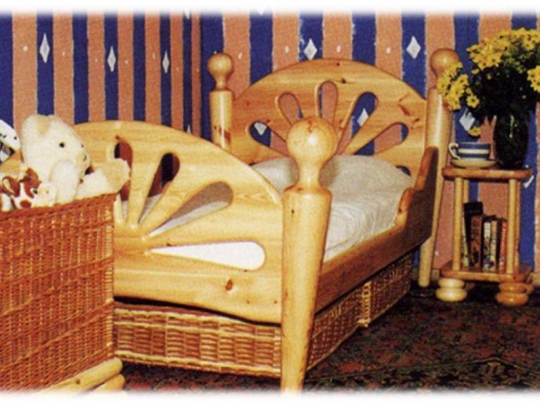 Chunky pine kid's bed