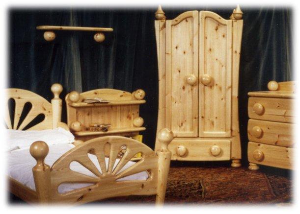 Chunky pine bedroom furniture set