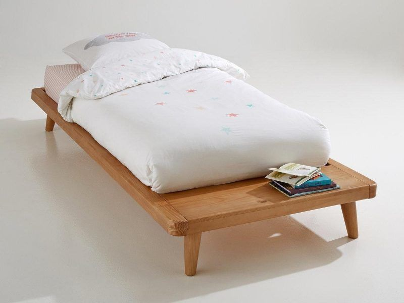 Kid's wooden platform bed