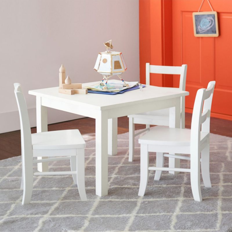 White-painted play table and 4 chairs