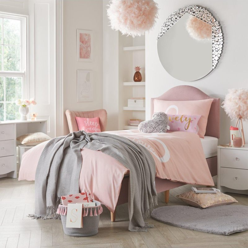 Kid's divan bed with curved headboard and wooden legs