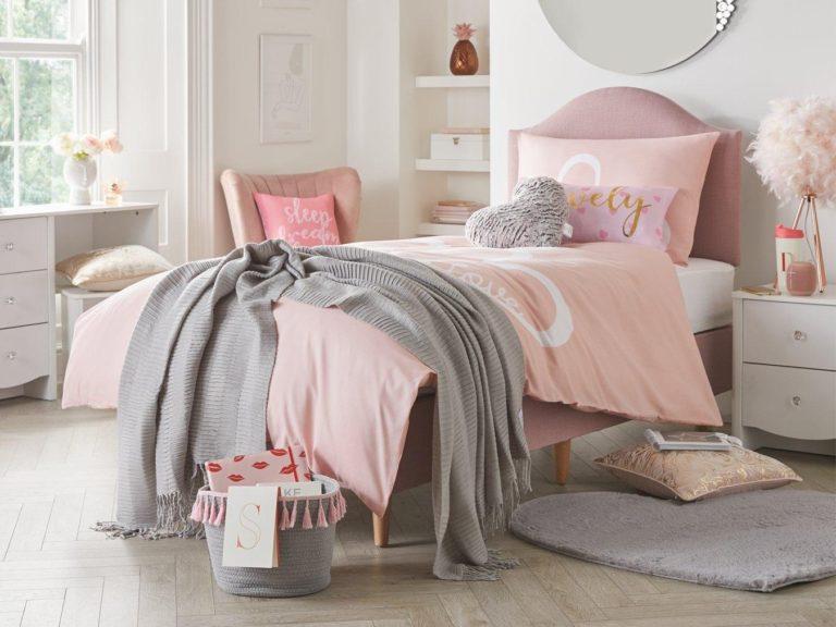Kid's pink divan bed