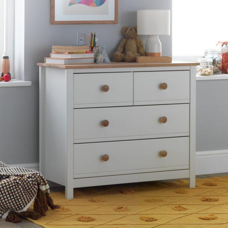 White/oak 4 drawer chest